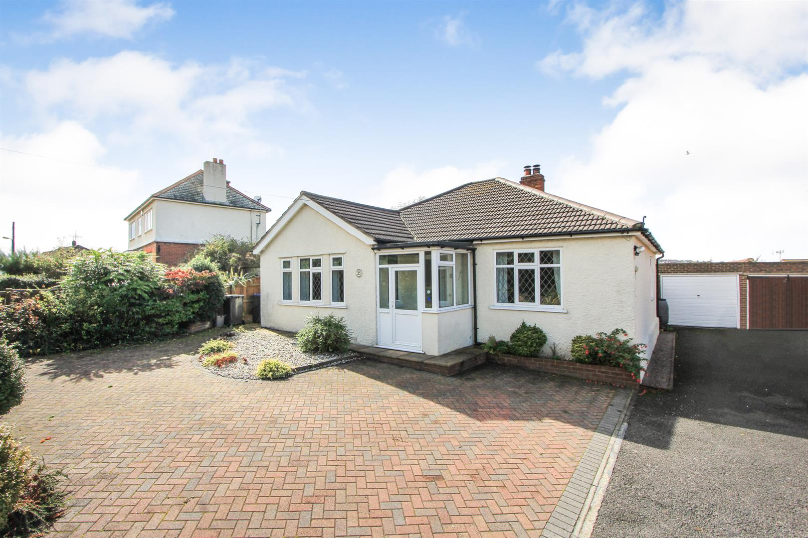 2 Bedrooms Detached Bungalow for sale in Millstrood Road, Whitstable